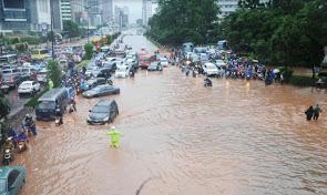 2013-banjir-jakarta