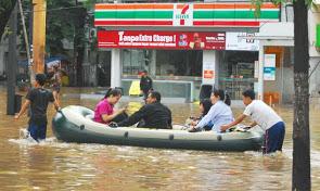 2013-banjir-jakarta_6