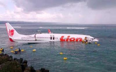 Pesawat Lion Air Jatuh di Laut bali 4