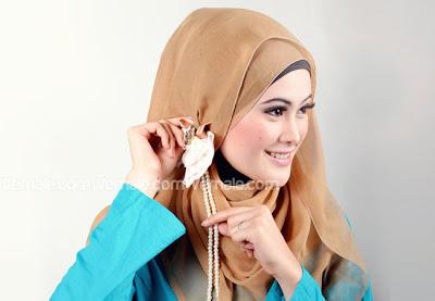 Cara memakai jilbab segi empat untuk gaya
