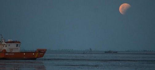gerhana bulan merah surabaya