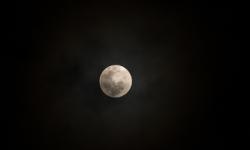 Cara Memotret Sebuah Bulan Untuk Hasil yang Maksimal